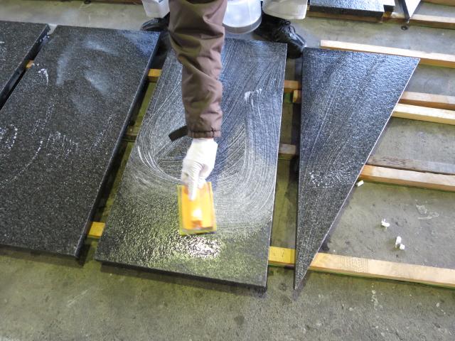 石貼施工前に浸透性コートをのサムネイル
