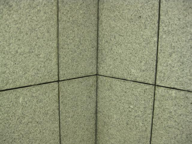 御影石に出たシールのシミ除去のサムネイル
