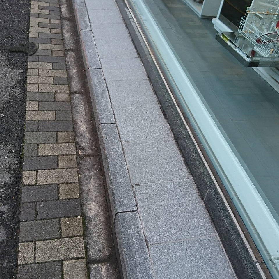 庇部分からのサビで御影石バーナー仕上げが茶色いシミにのサムネイル