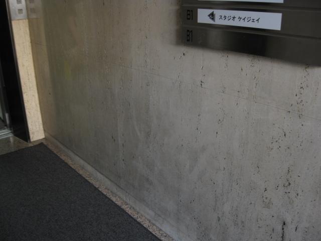 大理石(トラバーチン)汚れ除去のサムネイル
