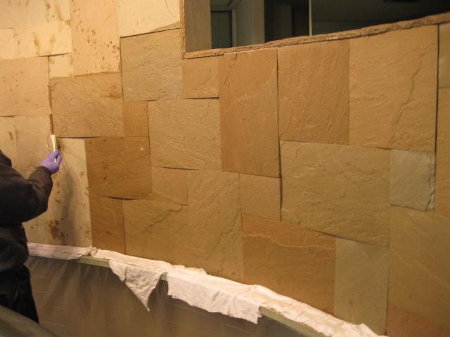 砂岩壁の本施工。のサムネイル
