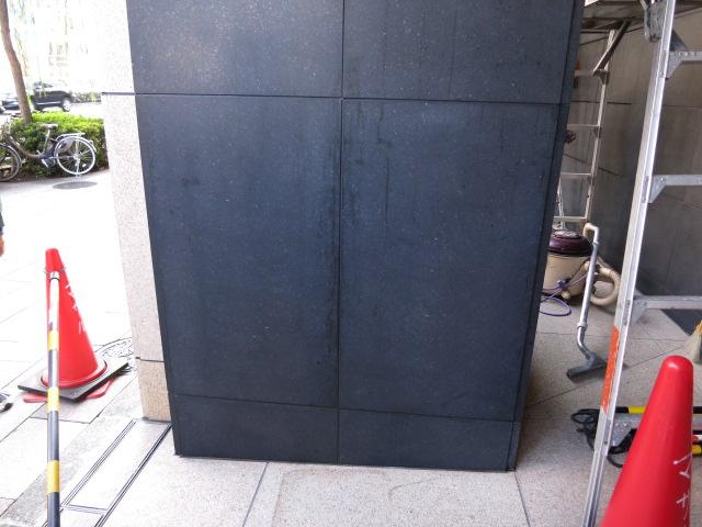 黒御影壁石に付着した垂れシミ除去のサムネイル