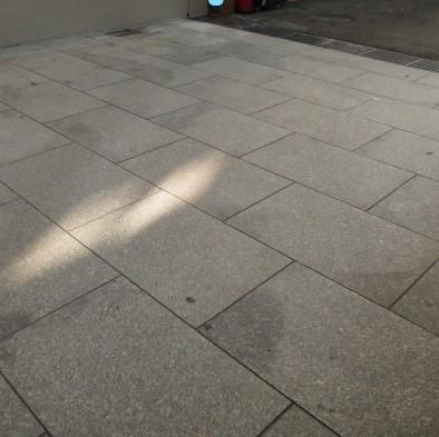 30年来の古い白御影バーナー床石の洗浄の依頼がのサムネイル