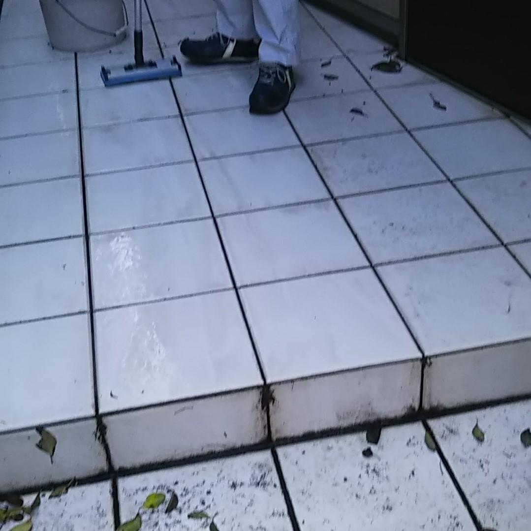 白いタイルの汚れ防止にコーティングをのサムネイル