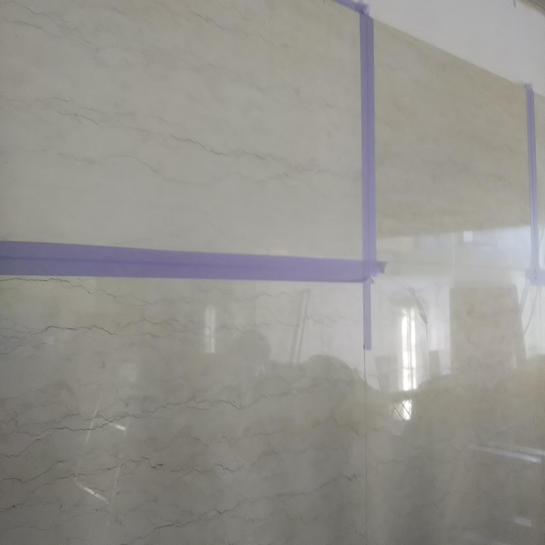 白い本磨き大理石の色調整のサムネイル
