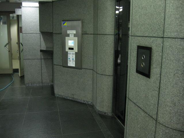 オフィスビルエントランスの黒御影石のリニューアルのサムネイル