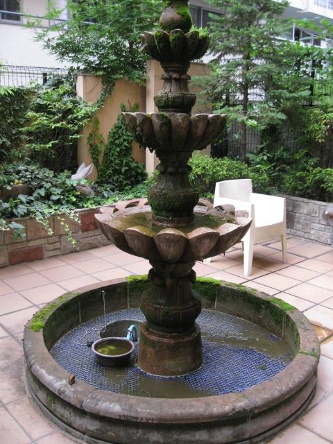 噴水のコケ・汚れ除去洗浄のサムネイル