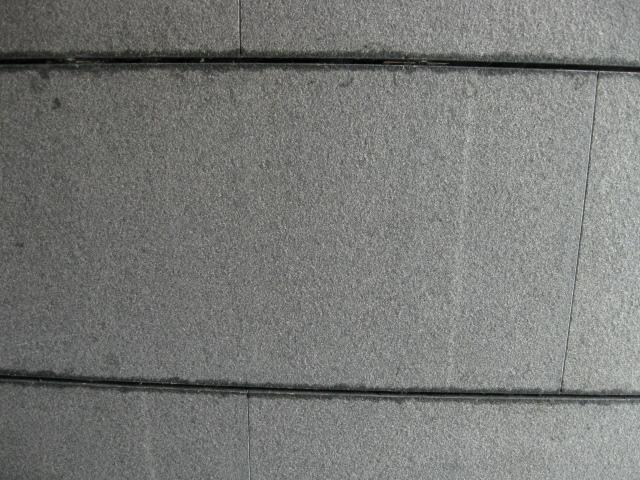 マンションエントランス壁のシールシミのサムネイル