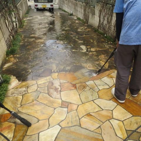 乱張り床の高圧洗浄だけでは取り切れないシミが!のサムネイル