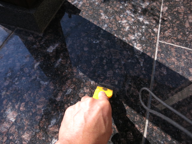 御影石自身から出るエフロ対策のサムネイル