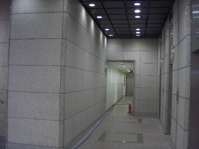 ビル内部壁の汚れのサムネイル