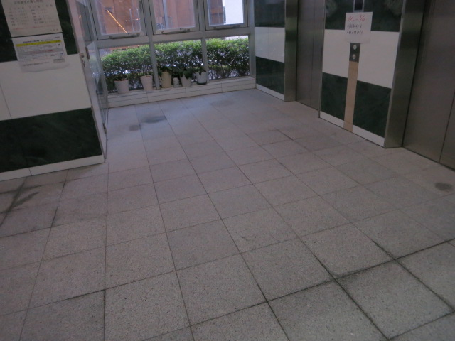 3-2.日本電子エレベーター前洗浄後.JPG