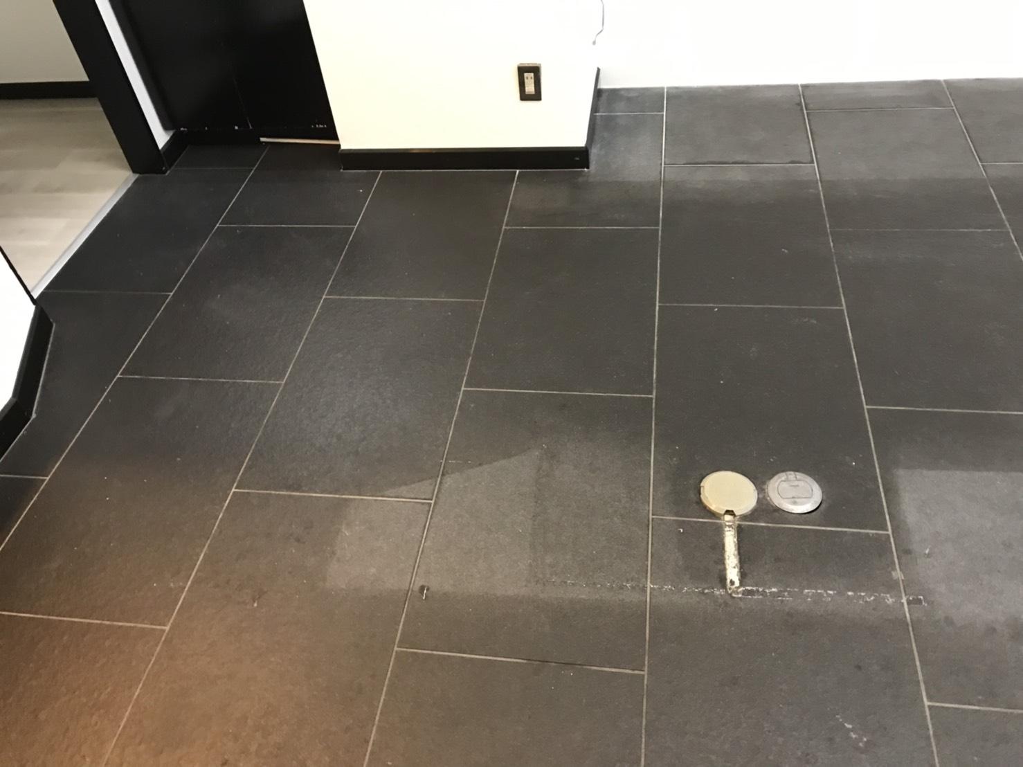 佃煮店後の御影石バーナー床の洗浄のサムネイル
