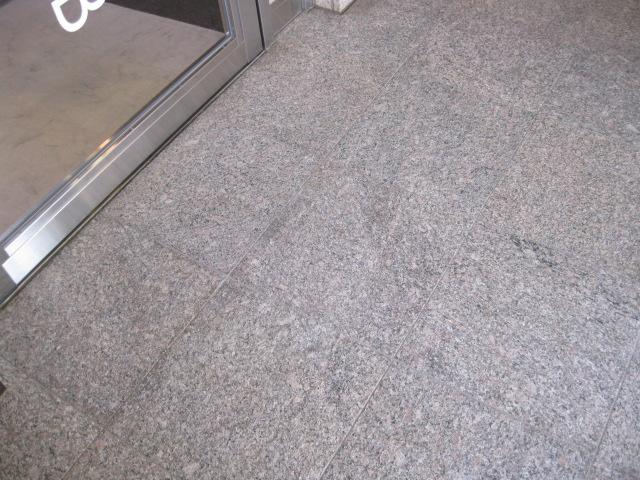 テナントビルの共用通路の御影石洗浄のサムネイル