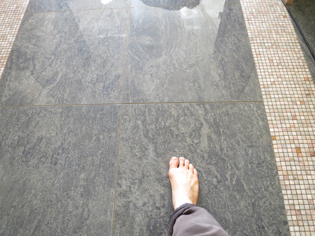 セラミックタイルのお風呂は裸足で一層滑りやすくのサムネイル