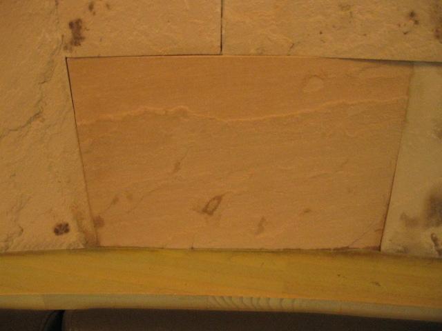 砂岩のシミ抜き (サビ?カビ?)のテスト施工のサムネイル