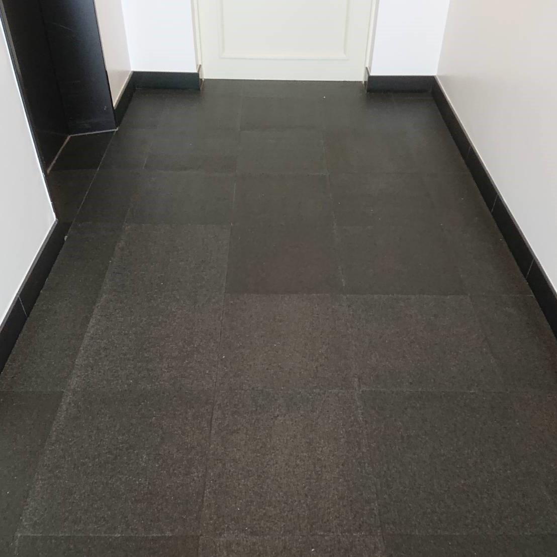 黒御影石バーナー床に油シミが・・・のサムネイル