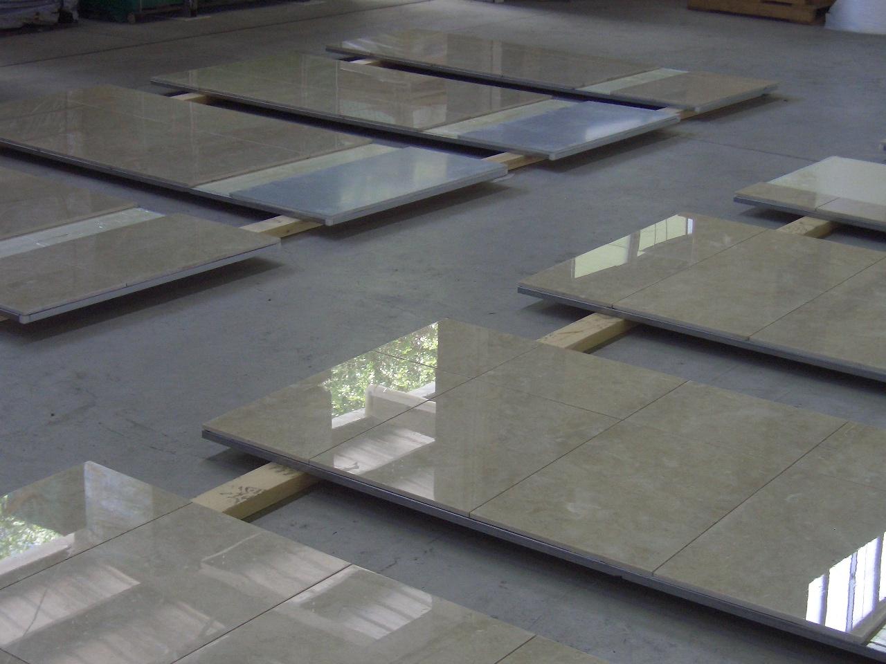 大理石の製品塗布(浴室壁に石貼り前のコート塗布)のサムネイル