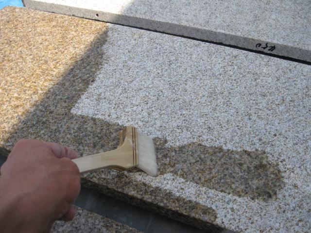 製品塗布(御影石壁最下段のコート塗布)のサムネイル