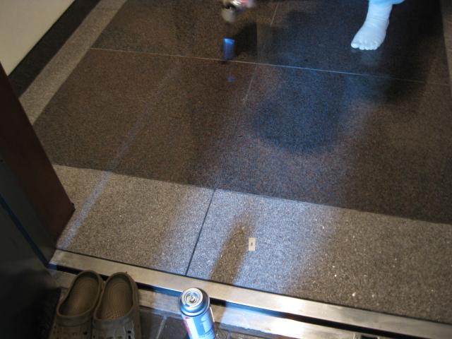 玄関の床石に出来たシミ抜きのサムネイル