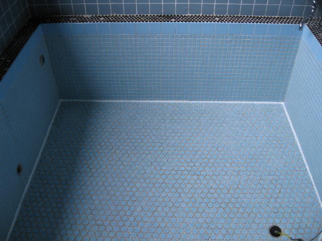 民宿の共同浴槽にでた黄変の処理のサムネイル