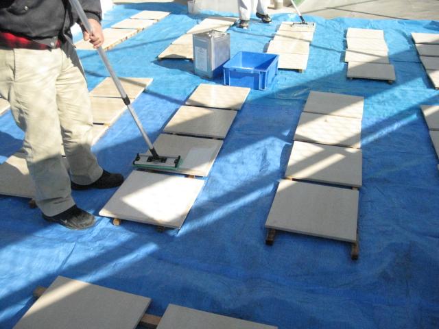 石材製品塗布(モカクリーム石材への石貼前のエフロ防止コート塗布)のサムネイル