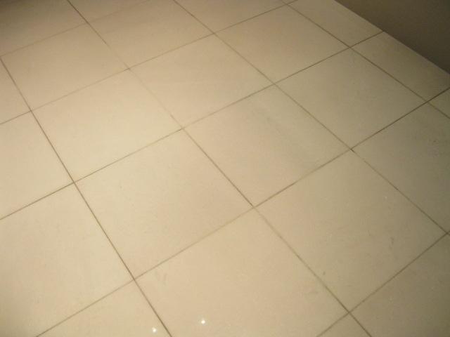 白大理石の家具のシミ抜きのサムネイル