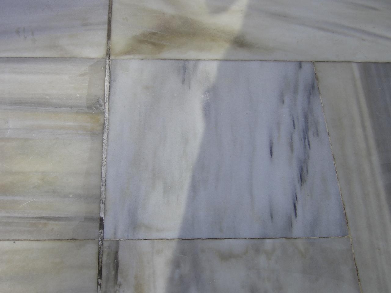 大理石の茶色いシミの除去のサムネイル
