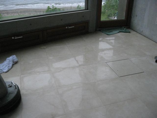 大理石のリビングの清掃(エフロ除去)のサムネイル